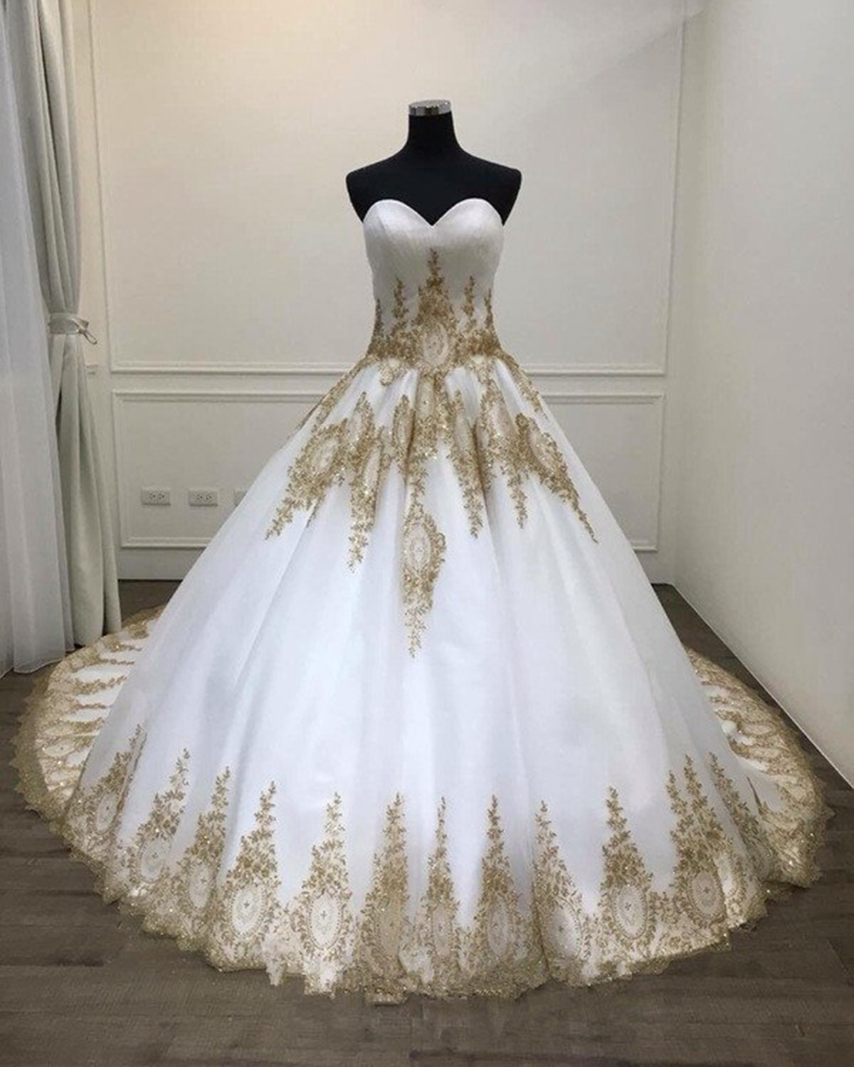 White Ball Gown Quinceanera Dresses Big Wedding Dress With Gold