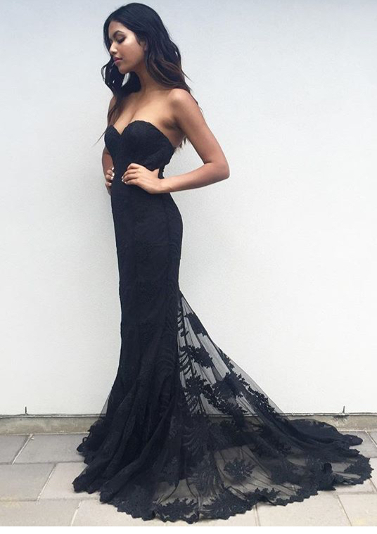 Charming Black Sweetheart Neck Lace Train Long Prom Dress Black