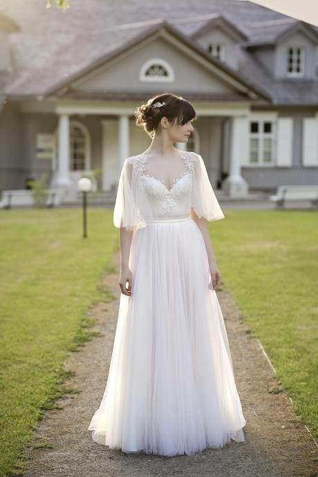 Sweetheart Lace Appliqués Tulle A-line Floor-Length Wedding Dress with Half Flared Sleeves