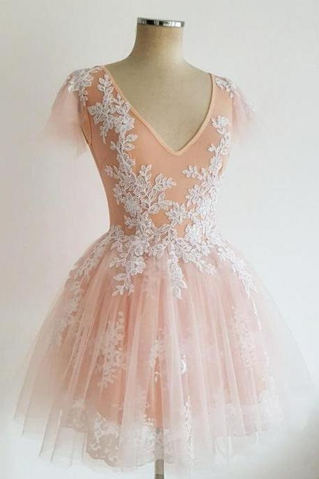 Exquisite Tulle V-neck Short A-line Homecoming Dresses With Appliques
